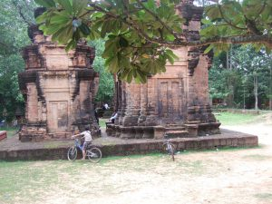 Old Prasat at Wat Preah Enkosei