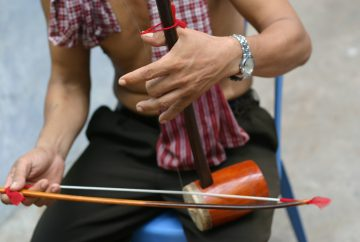 Angkor Tror String Player