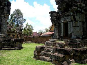 Wat Athvea walls